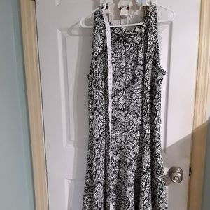 Haani woman black white floral dress